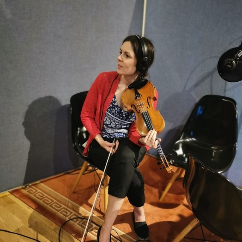 Jill OSullivan on fiddle